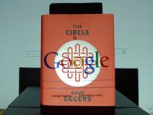 Element dekoracyjny: okładka książki The Circle